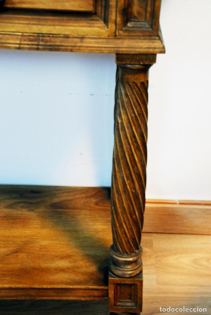 Antigüedades: Elegante conjunto de salón. Aparador en nogal macizo con cajones y dos butacas estilo Luis XV. - Foto 7 - 203198358
