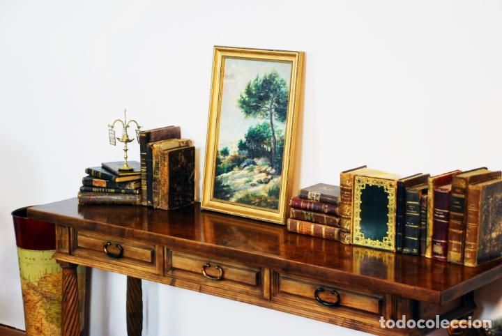 Antigüedades: Elegante conjunto de salón. Aparador en nogal macizo con cajones y dos butacas estilo Luis XV. - Foto 8 - 203198358