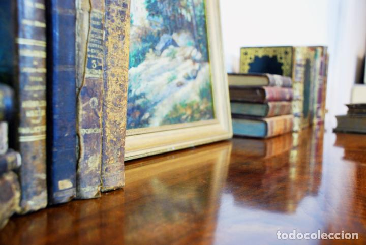 Antigüedades: Elegante conjunto de salón. Aparador en nogal macizo con cajones y dos butacas estilo Luis XV. - Foto 10 - 203198358
