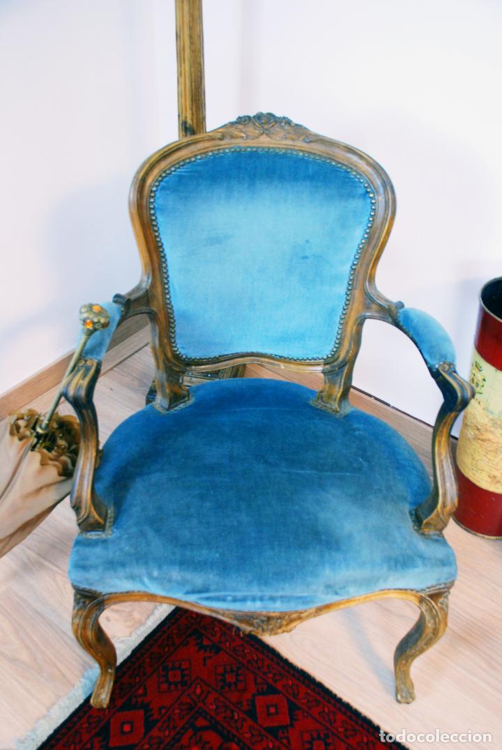 Antigüedades: Elegante conjunto de salón. Aparador en nogal macizo con cajones y dos butacas estilo Luis XV. - Foto 16 - 203198358