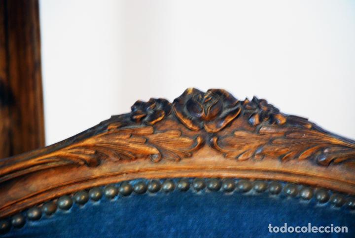 Antigüedades: Elegante conjunto de salón. Aparador en nogal macizo con cajones y dos butacas estilo Luis XV. - Foto 17 - 203198358