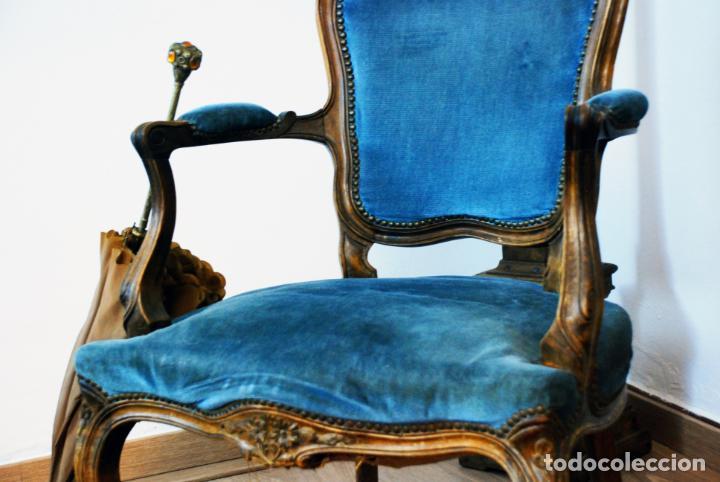 Antigüedades: Elegante conjunto de salón. Aparador en nogal macizo con cajones y dos butacas estilo Luis XV. - Foto 18 - 203198358