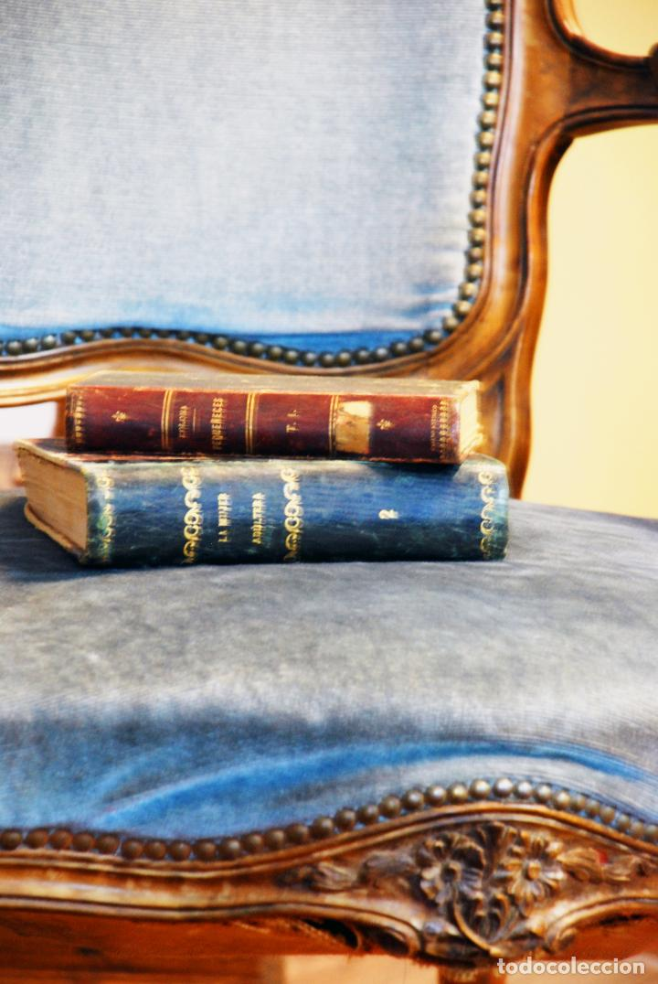 Antigüedades: Elegante conjunto de salón. Aparador en nogal macizo con cajones y dos butacas estilo Luis XV. - Foto 21 - 203198358