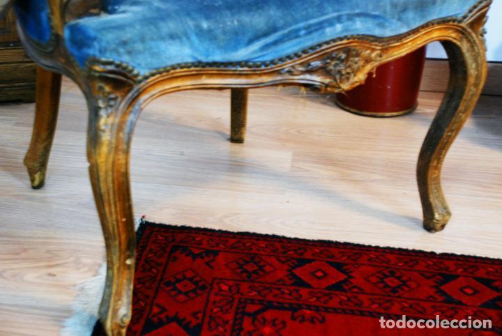 Antigüedades: Elegante conjunto de salón. Aparador en nogal macizo con cajones y dos butacas estilo Luis XV. - Foto 24 - 203198358
