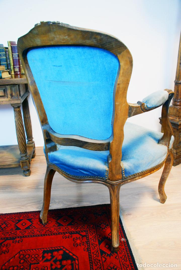 Antigüedades: Elegante conjunto de salón. Aparador en nogal macizo con cajones y dos butacas estilo Luis XV. - Foto 25 - 203198358