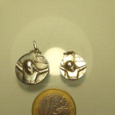 Antigüedades: PAREJA MEDALLAS RELIGIOSAS - PLATA - LA PIEDAD DE IGUALADA. Lote 203274530