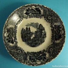 Antigüedades: PLATO HONDO DECORACIÓN TIPO VISTAS. MARCA IMPRESA PICKMAN S.A. CARTUJA. SEVILLA. DIÁMETRO 22,5 CM. Lote 203293578