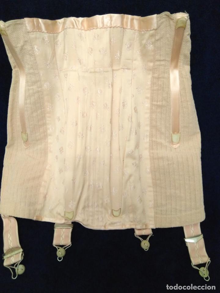 Antigüedades: Antigua faja de corsetería a medida sin uso algodón adamascado, raso, elástico, ballenas, ligueros - Foto 2 - 203298061