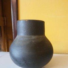 Antigüedades: ORIGINAL. OBRA DE FRANCESC GASSÓ. JARRÓN. EN CERÁMICA. MEDIDAS ALTO 13 CM DIÁMETRO 8 CM. Lote 203330076