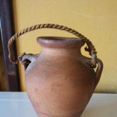 Antigüedades: ORIGINAL. OBRA DE FRANCESC GASSÓ. JARRÓN. EN CERÁMICA. MEDIDAS ALTO 14 CM DIÁMETRO 6 CM. Lote 203330303