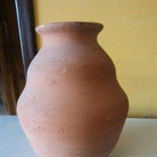 Antigüedades: ORIGINAL. OBRA DE FRANCESC GASSÓ. JARRÓN. EN CERÁMICA. MEDIDAS ALTO 16 CM DIÁMETRO 7 CM. Lote 203330612