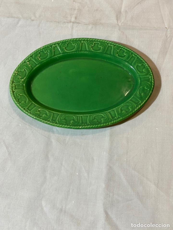 PEQUEÑA BANDEJA EN CERÁMICA DE ALCORA S.XX (Antigüedades - Porcelanas y Cerámicas - Alcora)