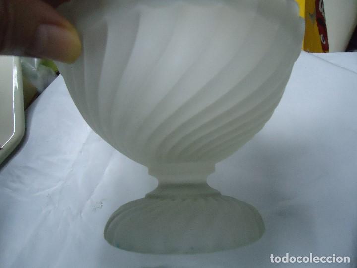 Antigüedades: antigua caramelera frasco tarro con tapa de vidrio muy bonita mide 18 cm. de alto por 14 de diámetro - Foto 3 - 203456172