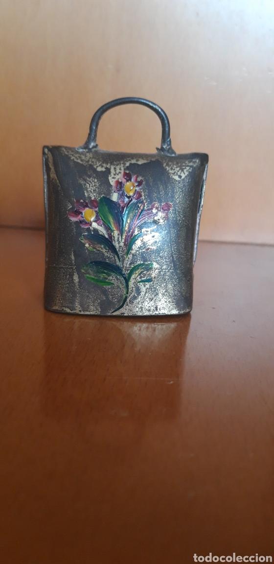 Antigüedades: Preciosa campana metálica pintada a mano - Foto 2 - 203505553
