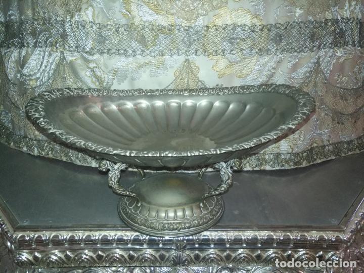 Antigüedades: METAL PLATEADO ANTIGUA JARDINERA ENSALADERA CENTRO DE MESA LABRADA IDEAL FLORES VIRGEN SEMANA SANTA - Foto 7 - 203506203