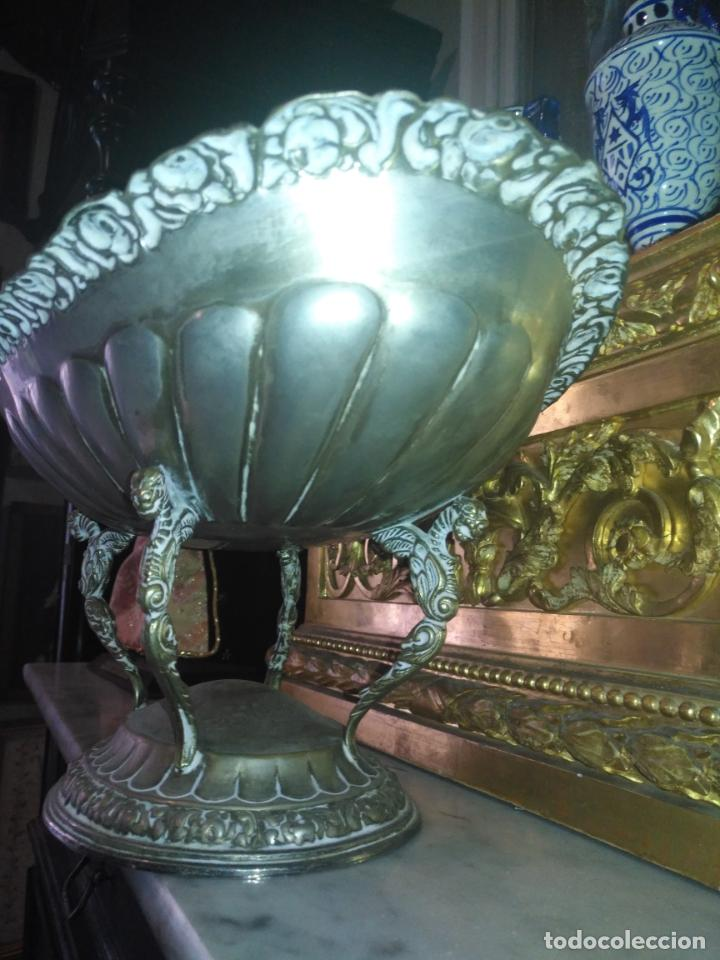 Antigüedades: METAL PLATEADO ANTIGUA JARDINERA ENSALADERA CENTRO DE MESA LABRADA IDEAL FLORES VIRGEN SEMANA SANTA - Foto 14 - 203506203