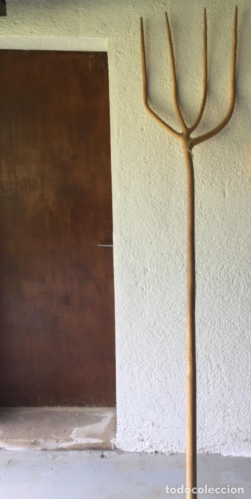 Antigüedades: horca tallada en madera - Foto 5 - 203592578