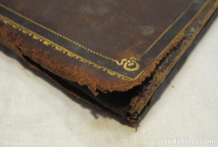 Antigüedades: ANTIGUA CARTERA DE BOLSILLO DE PIEL CON DECORACIÓN EN DORADO. CERRADA 14 X 10 CM - Foto 2 - 203596918