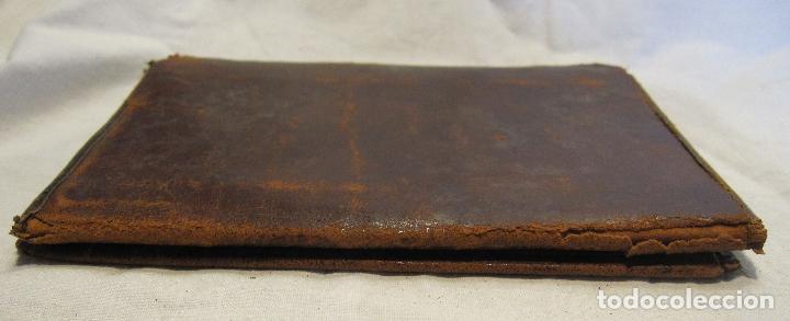 Antigüedades: ANTIGUA CARTERA DE BOLSILLO DE PIEL CON DECORACIÓN EN DORADO. CERRADA 14 X 10 CM - Foto 5 - 203596918