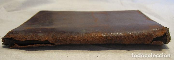 Antigüedades: ANTIGUA CARTERA DE BOLSILLO DE PIEL CON DECORACIÓN EN DORADO. CERRADA 14 X 10 CM - Foto 6 - 203596918