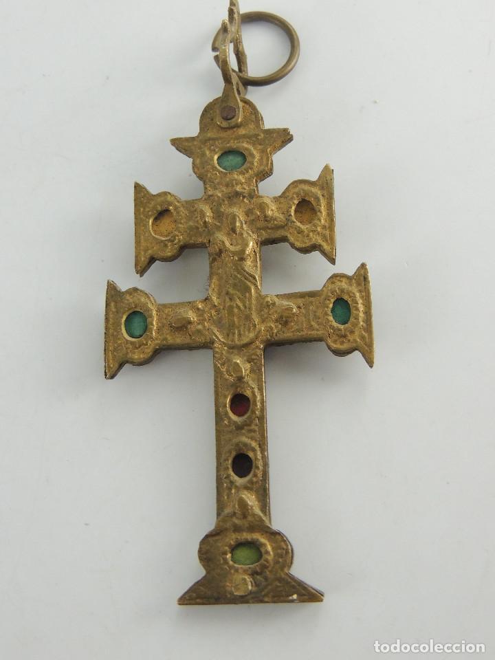PRECIOSO CRUZ DE CARAVACA DE METAL BONITOS DETALLES (Antigüedades - Religiosas - Cruces Antiguas)
