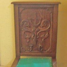 Antigüedades: RECLINATORIO PARA REZAR, MUY ANTIGUO, CENTENARIO, DE CASTAÑO. Lote 203776020