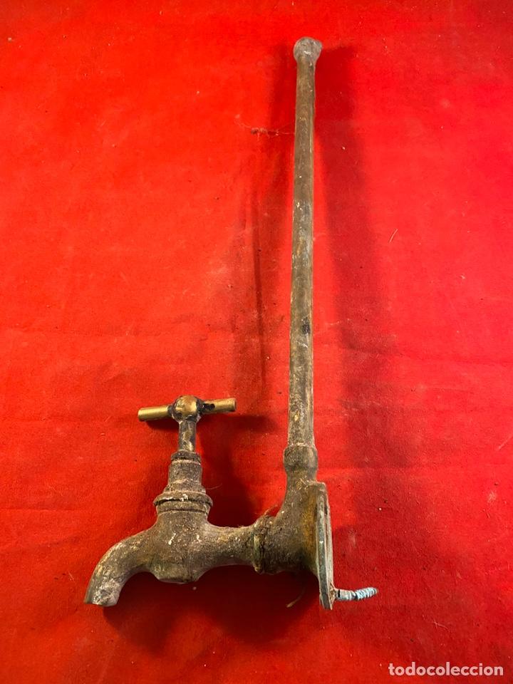 Antigüedades: Antiguo grifo de bronce - Foto 2 - 203778577