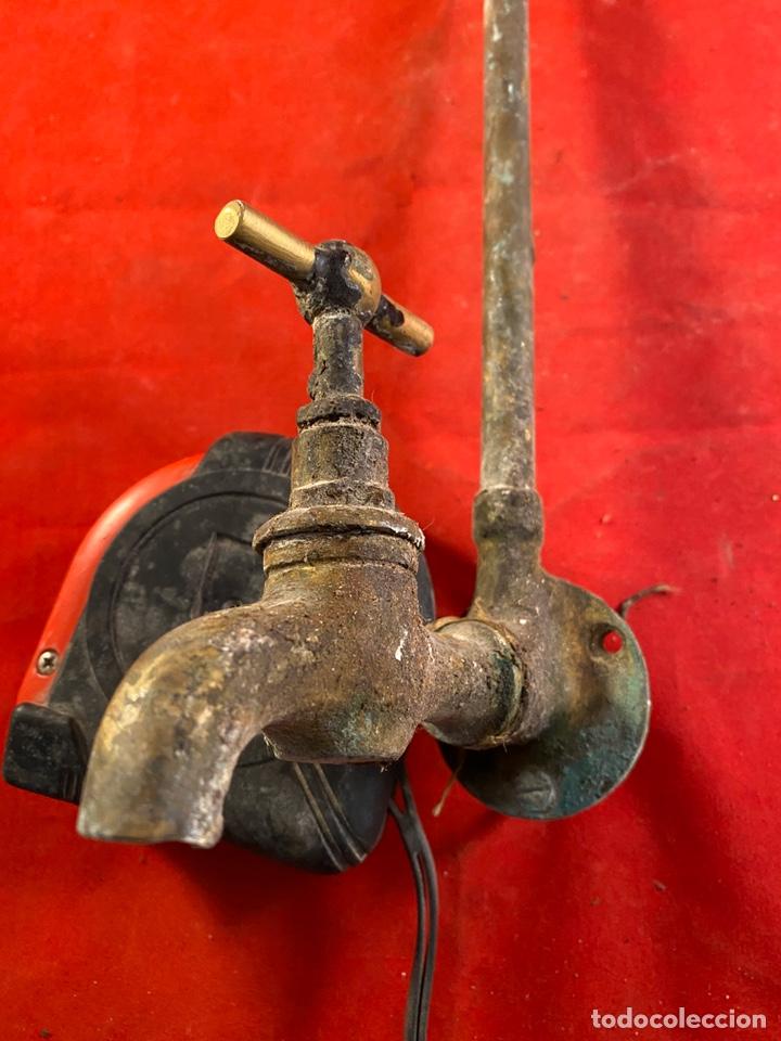Antigüedades: Antiguo grifo de bronce - Foto 3 - 203778577