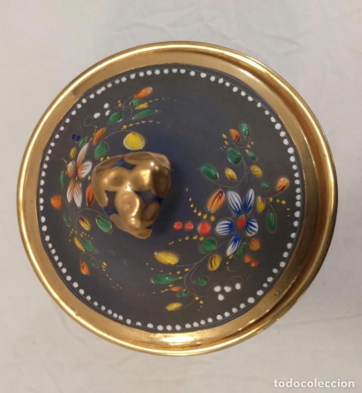 Antigüedades: Búcaro cerámica tipo biscuit. Policromado y oro. Portugal. V1 - Foto 2 - 203832766