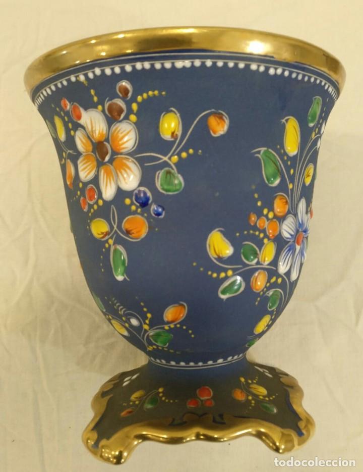 Antigüedades: Búcaro cerámica tipo biscuit. Policromado y oro. Portugal. V1 - Foto 3 - 203832766