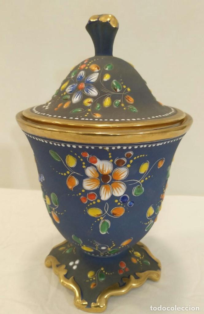 Antigüedades: Búcaro cerámica tipo biscuit. Policromado y oro. Portugal. V1 - Foto 4 - 203832766