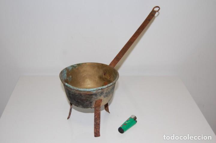 Antigüedades: Sartén pequeña con tripode - Foto 2 - 203837378