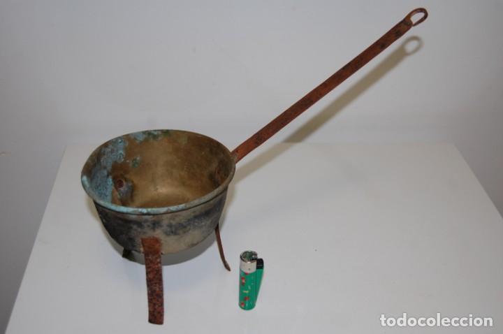 Antigüedades: Sartén pequeña con tripode - Foto 3 - 203837378