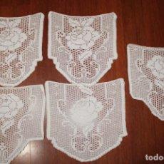 Antigüedades: LOTE DE 5 ANTIGUOS TAPETES DE CROCHET GANCHILLO. Lote 203839803