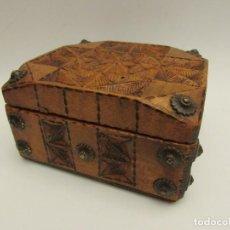 Antigüedades: CAJA EN MADERA FIRMADA Y FECHADA J. GIRONELLA 1935. Lote 203886591