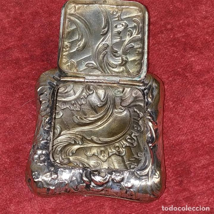 Antigüedades: CAJITA PASTILLERO. METAL CHAPADO PLATA. ESTILO ROCOCÓ. ESPAÑA. XIX-XX - Foto 2 - 203889742