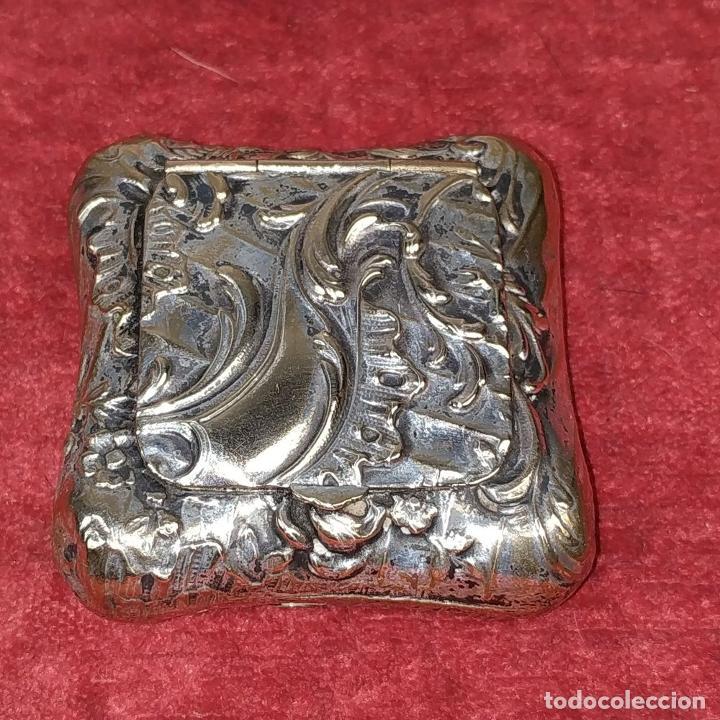 Antigüedades: CAJITA PASTILLERO. METAL CHAPADO PLATA. ESTILO ROCOCÓ. ESPAÑA. XIX-XX - Foto 4 - 203889742