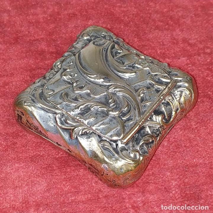 Antigüedades: CAJITA PASTILLERO. METAL CHAPADO PLATA. ESTILO ROCOCÓ. ESPAÑA. XIX-XX - Foto 5 - 203889742