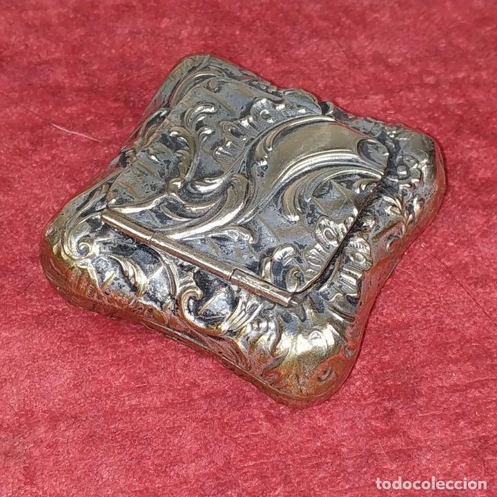 Antigüedades: CAJITA PASTILLERO. METAL CHAPADO PLATA. ESTILO ROCOCÓ. ESPAÑA. XIX-XX - Foto 6 - 203889742