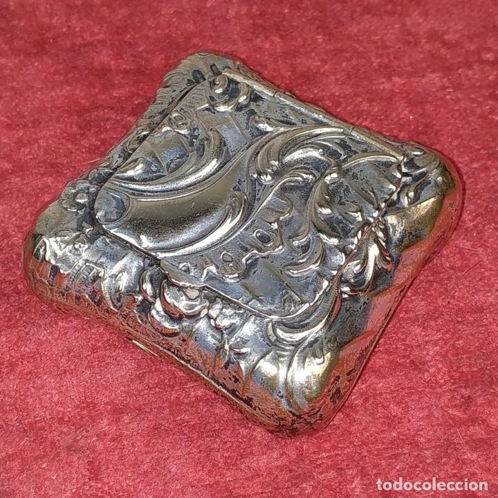 Antigüedades: CAJITA PASTILLERO. METAL CHAPADO PLATA. ESTILO ROCOCÓ. ESPAÑA. XIX-XX - Foto 7 - 203889742