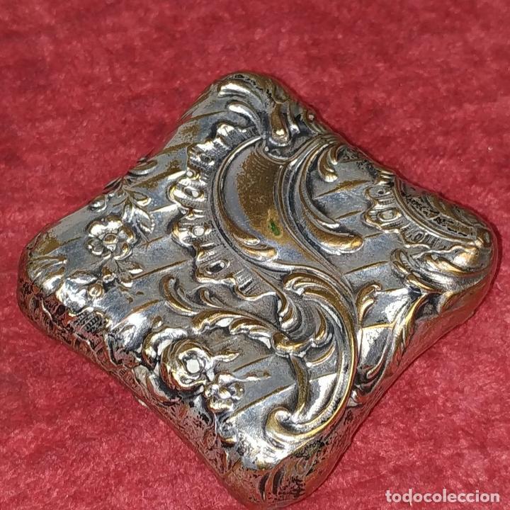 Antigüedades: CAJITA PASTILLERO. METAL CHAPADO PLATA. ESTILO ROCOCÓ. ESPAÑA. XIX-XX - Foto 9 - 203889742