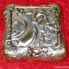 Antigüedades: CAJITA PASTILLERO. METAL CHAPADO PLATA. ESTILO ROCOCÓ. ESPAÑA. XIX-XX. Lote 203889742