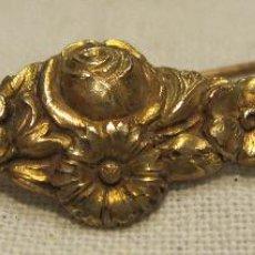 Antigüedades: ANTIGUA AGUJA ALFILER DE METAL SOBREDORADO. LARGO 4,3 CM. Lote 203891607