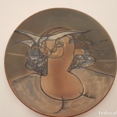 Antigüedades: JOAN ABRAS, (1949), PLATO CERÁMICA FIRMADO, HECHO EN LA BISBAL, (45 CM. DIÁMETRO). Lote 203927410