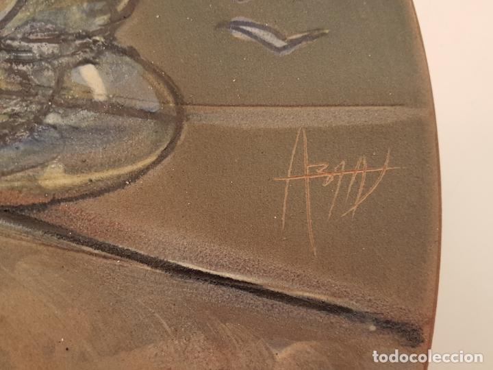 Antigüedades: JOAN ABRAS, (1949), PLATO CERÁMICA FIRMADO, HECHO EN LA BISBAL, (45 CM. DIÁMETRO) - Foto 3 - 203927410