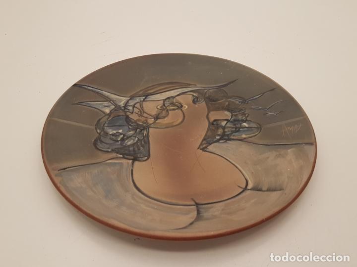 Antigüedades: JOAN ABRAS, (1949), PLATO CERÁMICA FIRMADO, HECHO EN LA BISBAL, (45 CM. DIÁMETRO) - Foto 11 - 203927410