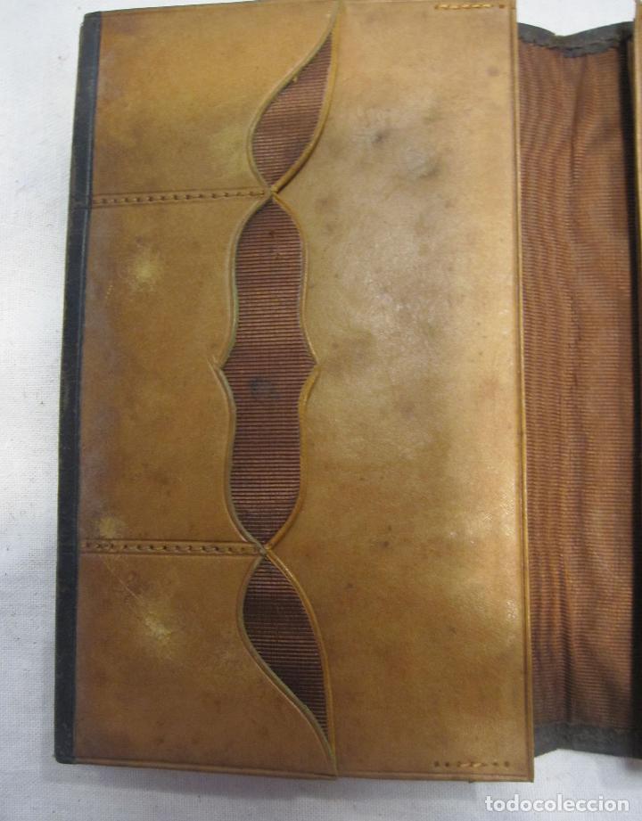 Antigüedades: CARTERA MODERNISTA. HACIA 1900. PIEL CON BORDADOS FLORALES. CERRADA 12 X 8 CM - Foto 3 - 203929397