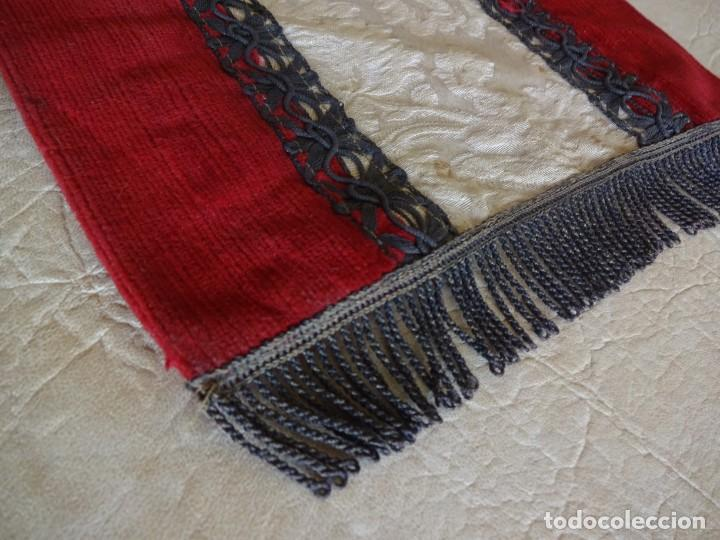 Antigüedades: antiguo mantel o tapete religioso bordado de principios de siglo 36 cm x 24 cm - Foto 4 - 34214975