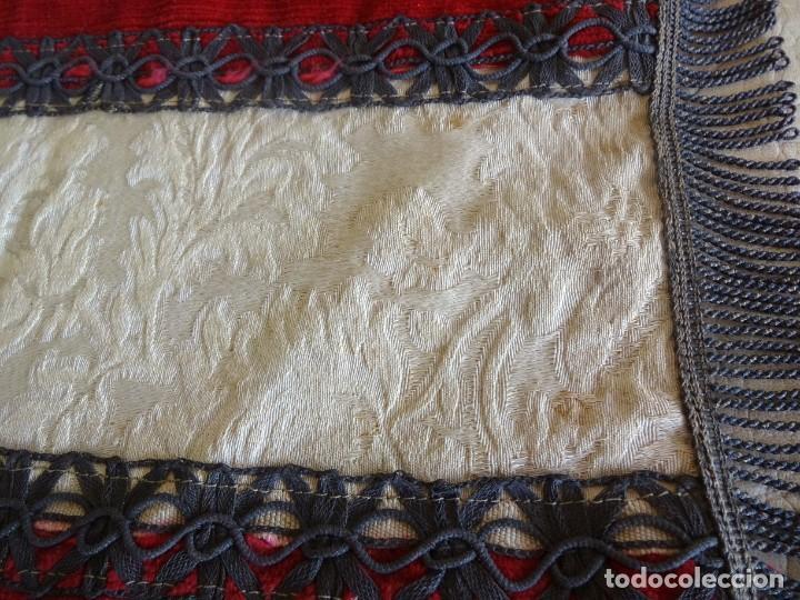Antigüedades: antiguo mantel o tapete religioso bordado de principios de siglo 36 cm x 24 cm - Foto 5 - 34214975
