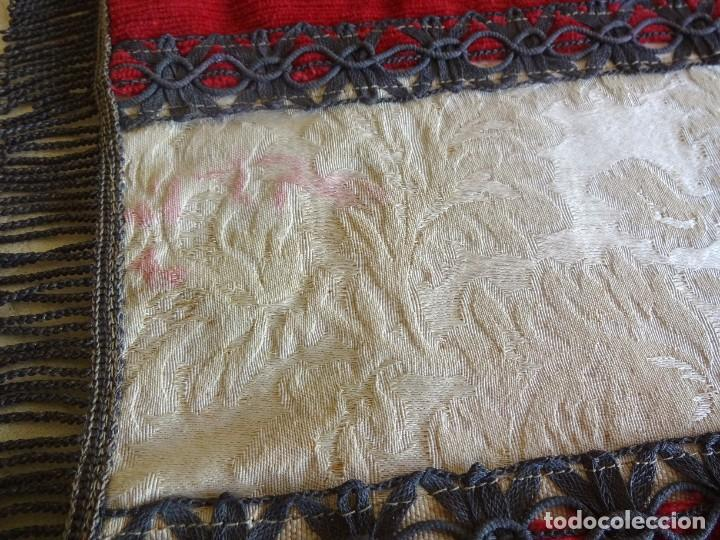 Antigüedades: antiguo mantel o tapete religioso bordado de principios de siglo 36 cm x 24 cm - Foto 6 - 34214975